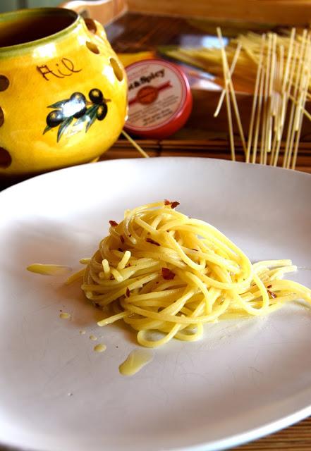 spaghetto alio olio peperoncino