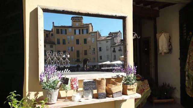 Piazza dell'Anfiteatro a Lucca