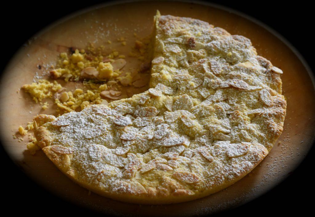 torta di pasta frolla, mandorle e pistacchi